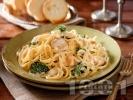 Рецепта Талятели с бял сос от готварска сметана, пилешко месо и броколи